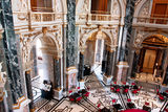 Binnen het mooie historische kunstmuseum in Wenen Stock Foto's