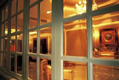 Binnen het venster stock foto's