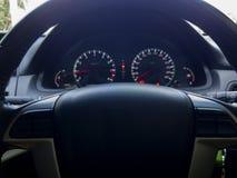 Binnen het wielleiding van de autocontrole, selectieve nadruk Stock Fotografie
