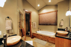 Binnen hoofdbadkamers Stock Afbeeldingen