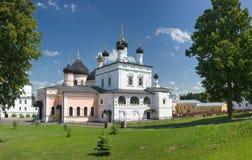Binnen klooster stock afbeeldingen