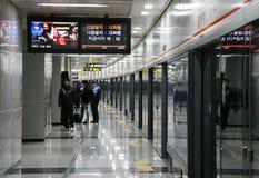 Binnen mening van de Metropolitaanse Metro van Seoel Stock Foto's