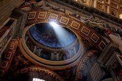 Binnen St Peter ` s Basiliek, de Stad van Vatikaan, Rome Royalty-vrije Stock Afbeeldingen