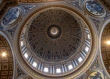 Binnen St Peters Basiliek royalty-vrije stock fotografie