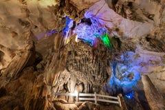 Binnen Tham Chang Cave in Vang Vieng royalty-vrije stock foto