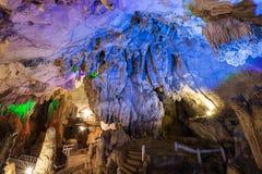 Binnen Tham Chang Cave in Vang Vieng royalty-vrije stock foto's