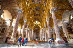 Binnen van Basiliekdella Santissima Annunziata del Vastato van Genua Camogli, Italië stock afbeelding