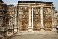 Binnen van Capernaum Synagoge, Israël Stock Foto