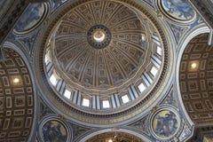 Binnen van de Basiliek van Heilige Peter Royalty-vrije Stock Foto's
