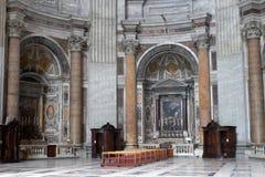 Binnen van de Basiliek van Heilige Peter Stock Afbeelding
