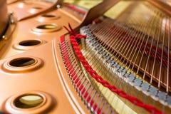 Binnen van een grote piano Stock Foto