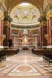 Binnen van een kathedraal royalty-vrije stock afbeeldingen