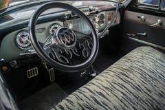 Binnen van een Uitstekende Buick-auto Royalty-vrije Stock Afbeeldingen
