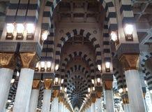 Binnen van Masjid al-Nabawi royalty-vrije stock foto