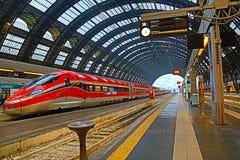 Binnen van Milan Central Station stock afbeeldingen