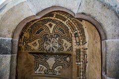 Binnen van Pena-Paleis in Sintra, het district van Lissabon, Portugal In de binnenplaats Het ontwerp van de muurdecoratie Royalty-vrije Stock Foto's