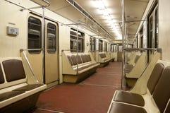 Binnen van trein in metro van Moskou Stock Fotografie