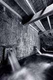 Binnen van watermolen het lopen Royalty-vrije Stock Foto