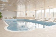 Binnen zwembad Stock Foto's