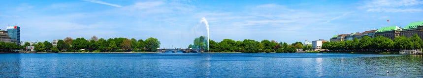 Binnenalster (lago interno Alster) nel hdr di Amburgo Fotografie Stock Libere da Diritti