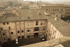 Binnenbinnenplaats van Santa Maria della Scala Siena, Toscanië, Italië Oud polair effect stock fotografie