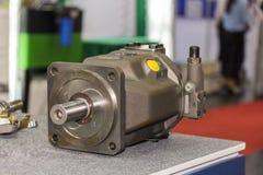 Binnendeelzuiger & pantoffel van hydraulische pomp op lijst royalty-vrije stock afbeelding