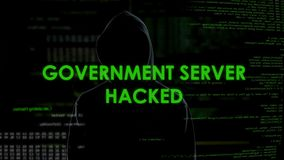 Binnendrongen in een beveiligd computersysteem overheidsserver, bedreiging voor staatsveiligheid, aanval op geheim gegevensbestan stock video