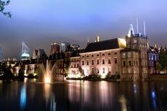 Binnenhof - holländsk parlament och regering arkivbilder