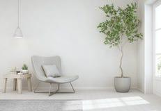 Binneninstallatie en koffietafel op houten vloer met lege witte concrete muurachtergrond, Stoel dichtbij deur in heldere woonkame Stock Foto