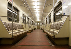 Binnenkant van lege trein in metro van Moskou Stock Afbeelding