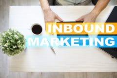 Binnenkomende marketing tekst op het virtuele scherm Bedrijfs en technologieconcept stock fotografie