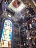 Binnenland binnen de oude orthodoxe Christelijke kerk in een Moslim Arabisch Islamitisch land met pictogrammen, gebeden, god, muu royalty-vrije stock fotografie