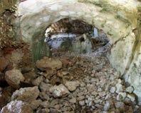 Binnenland dat van het verlaten Sommo-Fort van Wereldoorlog I binnen wordt vernietigd Royalty-vrije Stock Foto