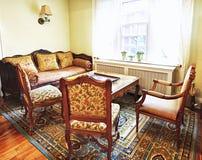 Binnenland met antiek meubilair Stock Afbeelding