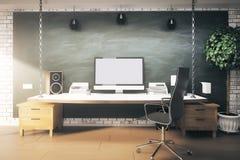 Binnenland met ontwerperwerkplaats Stock Fotografie