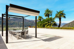 Binnenland, mooie veranda die het meer overzien Royalty-vrije Stock Fotografie