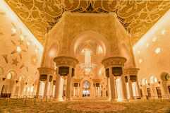 Binnenland in Sheikh Zayed Grand Mosque in Abu Dhabi, de V.A.E Stock Foto