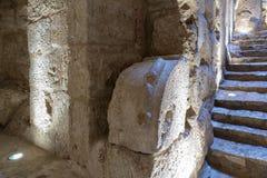 Binnenland van Ajloun-Kasteel, ook als Qalat AR-Rabad wordt het bekend, is een de 12de eeuw Moslimdiekasteel in noordwestelijk Jo stock fotografie