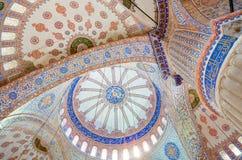 Binnenland van beroemde Blauwe moskee in Istanboel, Turkije stock foto