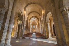 Binnenland van beroemde romanesque kerk royalty-vrije stock afbeelding