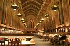 Binnenland van bibliotheek stock foto's