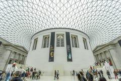 Binnenland van British Museum met de verglaasde luifel Stock Foto's