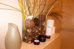 Binnenland van de badkamerssamenstelling van droge bloemen royalty-vrije stock afbeelding