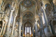 Binnenland van de basiliek van Notre Dame de Fourviere Stock Afbeelding
