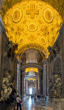 Binnenland van de Basiliek van Heilige Peter in Rome Stock Afbeeldingen