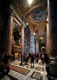 Binnenland van de Basiliek van Heilige Peter in Rome Stock Foto's