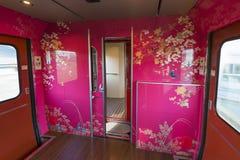 Binnenland van de de trein 2de auto van Hanayome Noren Royalty-vrije Stock Foto's