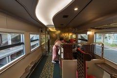 Binnenland van de de trein 2de auto van Hanayome Noren Royalty-vrije Stock Afbeeldingen