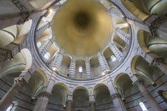 Binnenland van de Doopkapel van Pisa, Pisa, Italië Royalty-vrije Stock Afbeeldingen