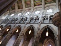 Binnenland van de Kathedraal van La Real DE La Almudena, Madrid, Spanje van Kerstmanmarãa royalty-vrije stock foto's